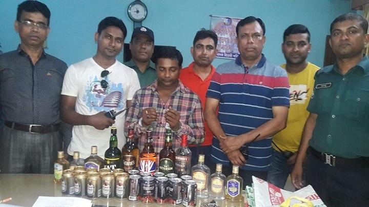 খুলনায়-মদসহ-গ্রেপ্তার-Khulna foreign liquor and beer arrested 1