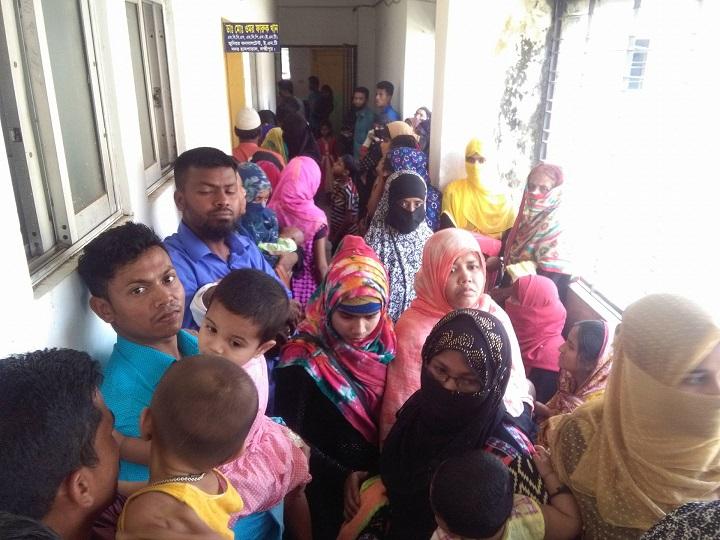 লক্ষ্মীপুরে-রোগীদের-Lakhmipur patients are overwhelmed by the crowd