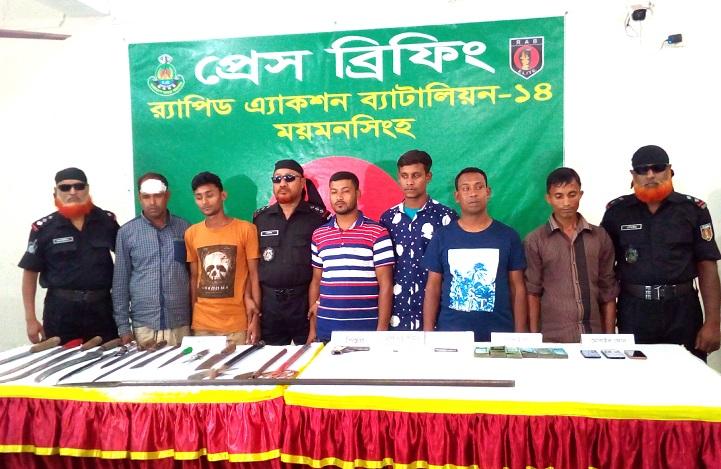 অস্ত্রসহ-গ্রেফতার-6 people arrested with arms in Mymensingh, the locals differ
