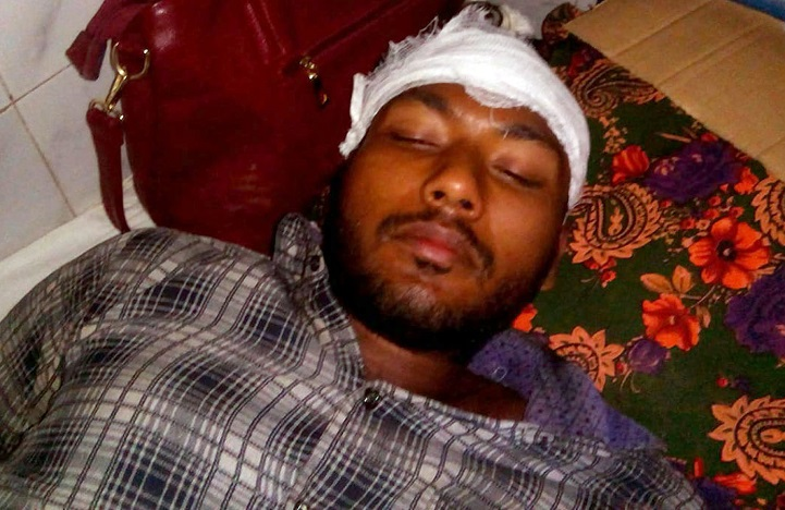 কুপিয়ে-পিটিয়ে-জখম-The college student wounded and wounded in Kalapara