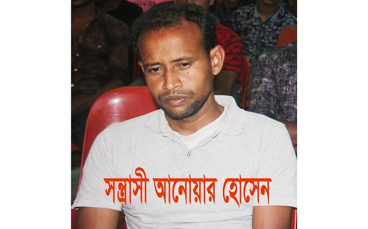 ক্যামেরা-ছিনতাই-Hijacking the camera for assaulting journalist in Narail