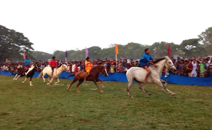 ঘোড়া-দৌড়-প্রতিযোগিতা-Mymensingh Horse Racing Competition held