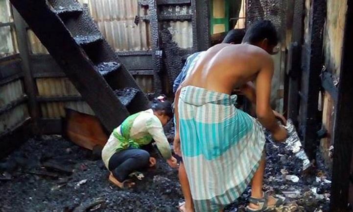 ঝালকাঠিতে-অগ্নিকান্ড-Fires burned in flames