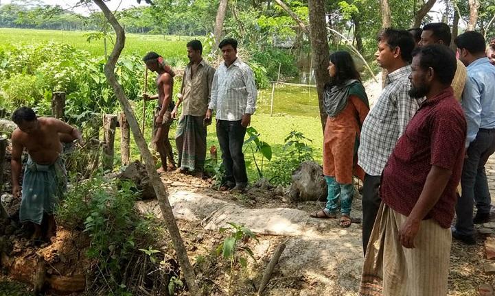 ঝালকাঠি-সরকারি-খাল-The administration has cut illegal barrage of Jhalokati Government canal