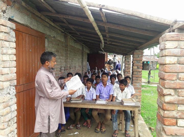 ঝড়ে-উড়ে-গেল-বিদ্যালয়-তবু-The school was flying in the wind, but the teaching continues