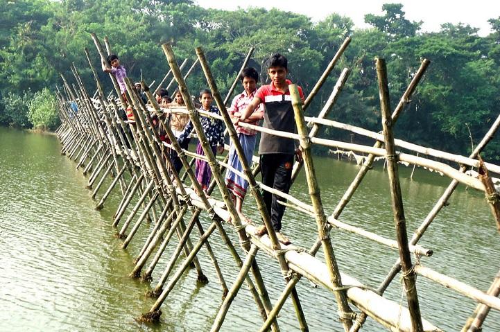 বাঁশের-সাঁকো-The only trust of the contact of 3 unions is the bamboo shovel