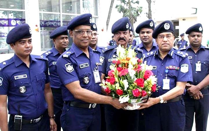 ভালুকা-থানা-পরিদর্শন-Range DIG Nibash Chandra Majhi visited the Bhaluka police station