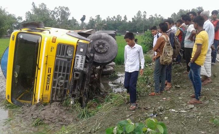 মুখোমুখি-সংঘর্ষে-নিহত-Domer truck and motorcycle collide with a clash 1