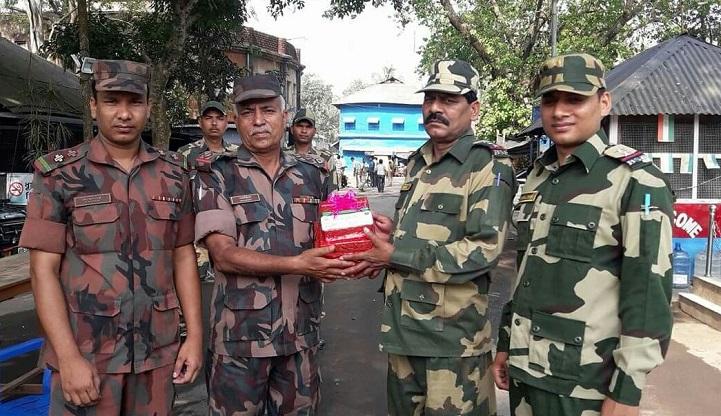 শুভেচ্ছা-বিজিবি-BGB has given a sweet gift to the BSF on the Hili frontier