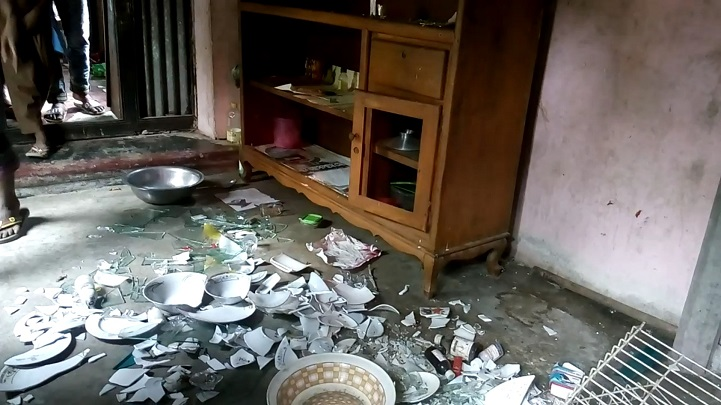 হামলা-ভাঙচুর-Home attacks in the Sirajdee, vandalism, family without fear