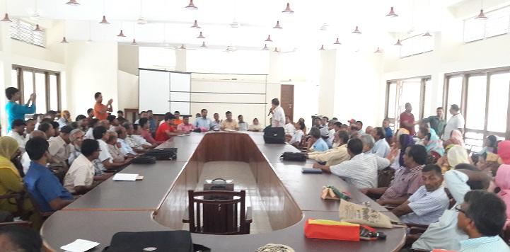 গোদাগাড়ী উপজেলা শিক্ষা অফিসার অপসারনের দাবীতে প্রতিবাদ সভা