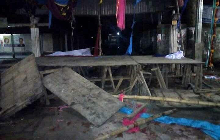 দুগ্রুপে-সংঘর্ষ-অগ্নিসংযোগ-The clash between the two groups of the Sramik League at the Bangabandhu Square at Gouripur, arson