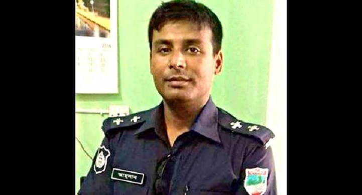 নাভারণে-ঘাতক-ট্রাক-Navaron took away the killer truck, police officer's life