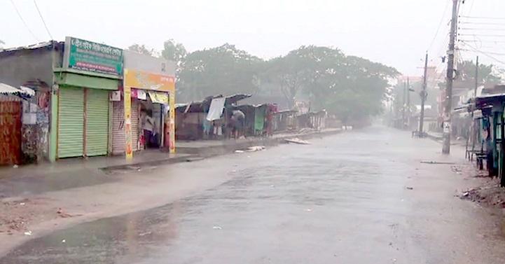 কলাপাড়ায় বৈরী আবহাওয়ায় সাগর উত্তাল, ঈদ বাজারে মন্দাভাব