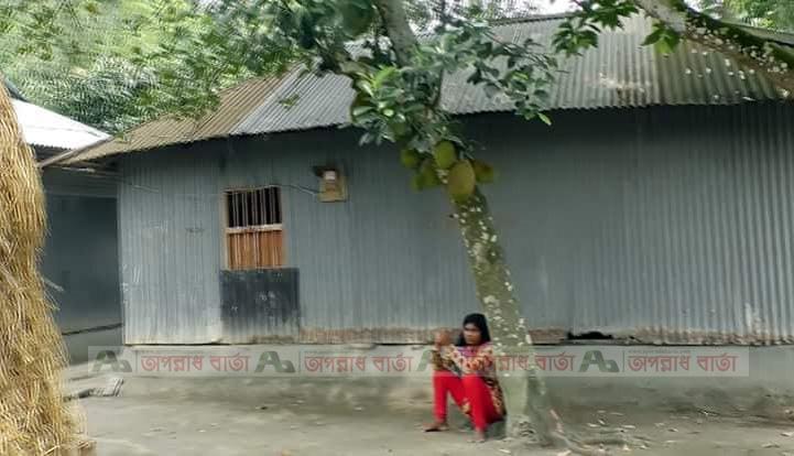 গাইবান্ধার প্রেমিকের বাড়িতে প্রেমিকার অনশন শেষে থানায় এজাহার