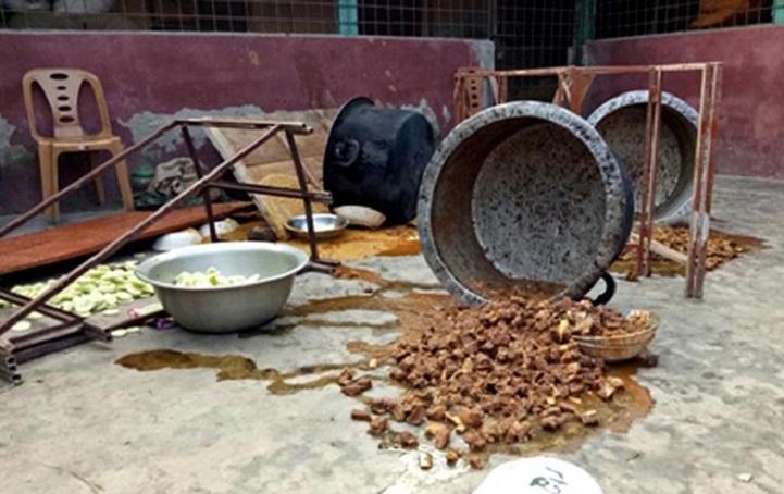 বাল্যবিয়েতে খাবার মাটিতে ফেলে বিপাকে ভ্রাম্যমাণ আদালত