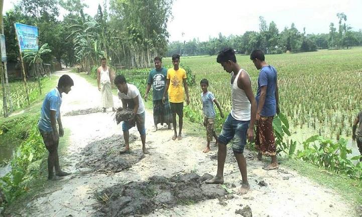 সুন্দরগঞ্জে শিক্ষার্থীদের স্বেচ্ছাশ্রমে সড়ক মেরামত