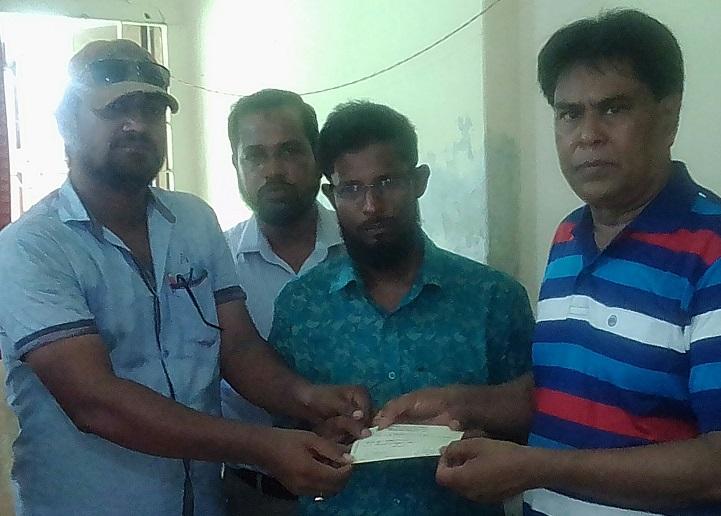 কলাপাড়ায় 'বিরল রোগে আক্রান্ত মেধাবী শিক্ষার্থী জিনাতকে চেক প্রদান