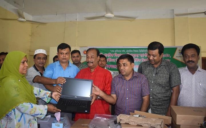 গোবিন্দগঞ্জে শিক্ষকদের মাঝে বিনামূল্যে ল্যাপটপ বিতরন