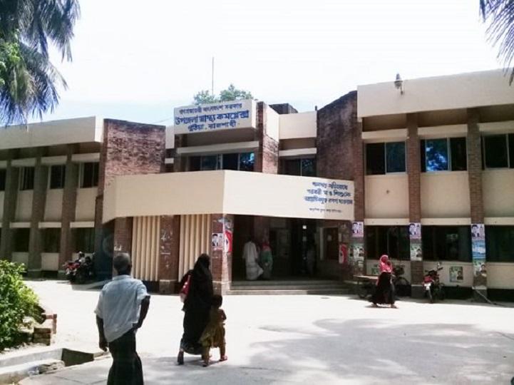 পুঠিয়া উপজেলা স্বাস্থ্য কমপ্লেক্সে রোগী আছে, সেবা নেই