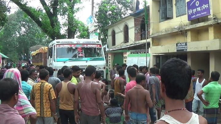 ভারতীয় ট্রাক চালকদের আন্দোলনে হিলি বন্দরের আমদানি-রপ্তানি বন্ধ
