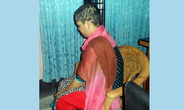 স্ত্রীকে বিবস্ত্র করে প্রশাব খাইয়ে অমানুষিক নির্যাতন