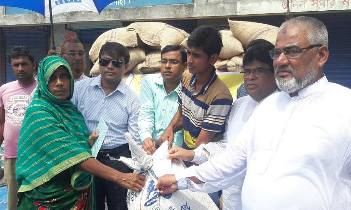 গোদাগাড়ীতে সরকারীভাবে ১০ টাকা কেজির চাল বিক্রি উদ্বোধন