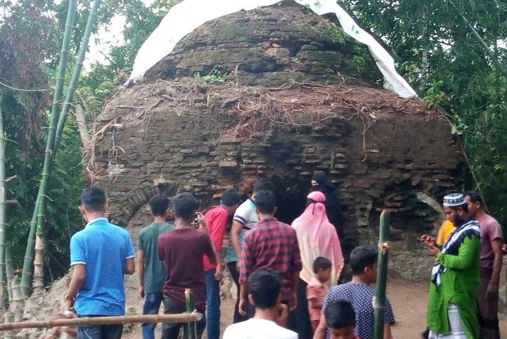 চাঁদপুরে পাঁচ'শ বছরের প্রাচীন মসজিদ দেখতে দর্শনার্থীদের উপচেপড়া ভিড়