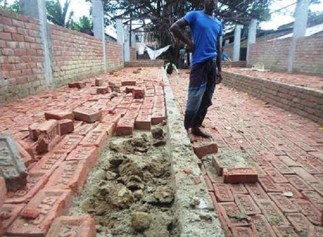 ঝিনাইদহে এবার বালুর পরিবর্তে মাটি দিয়ে হাটচান্দুয়া নির্মাণ
