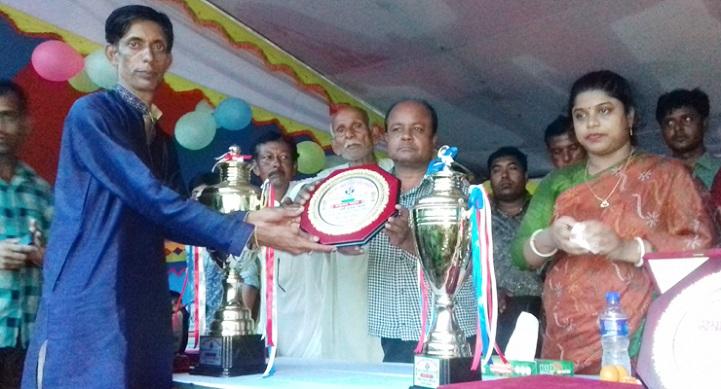 পূর্বধলায় মরহুম আব্দুল কুদ্দুছ সরকার স্মৃতি ফুটবল টুর্নামেন্ট'র ফাইনাল অনুষ্ঠিত