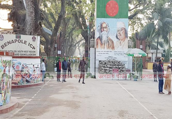 বেনাপোল বন্দরে দ্বিতীয় দিনের মতো দু'দেশের আমদানি-রফতানি বন্ধ