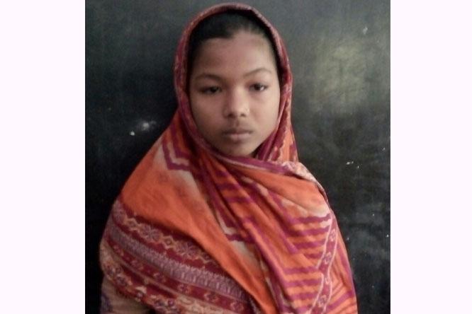 প্রাইমারী শিক্ষার্থী সামিয়া ৬মাস কাজ করে, ৬মাস স্কুলে যায়