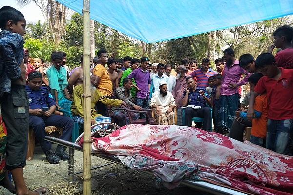 মাদারীপুরের কালকিনিতে ট্রাকটর উল্টে চালক নিহত