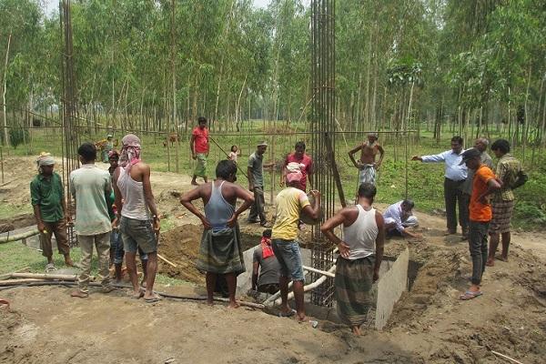 আটোয়ারীতে প্রাথমিক বিদ্যালয়ের নতুন ভবনের নির্মাণ কাজ শুরু