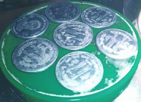 ঝিনাইদহের অচল পয়সার পরিবর্তে রমরমা চকলেট ব্যাবসা