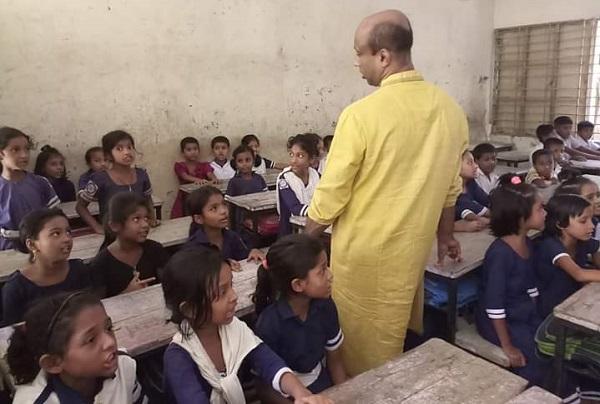 লক্ষ্মীপুরে ৩টি প্রাথমিক বিদ্যালয় পরিদর্শন করলেন---টিপু