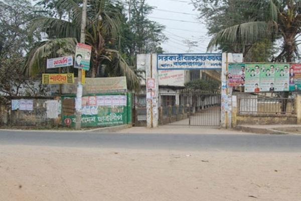 বরিশালে কিশোর গ্যাংয়ের হাতে রক্তাক্ত কলেজের উপাধ্যক্ষ