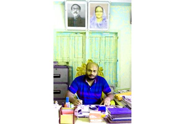 পঞ্চগড় জেলার শ্রেষ্ঠ চেয়ারম্যনের স্বর্ণপদক লাভ জামেদুলের