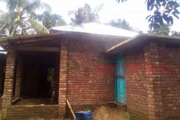 পুঠিয়ায় বিরোধপূর্ণ জমি দখল করে বাড়ি নির্মাণের অভিযোগ