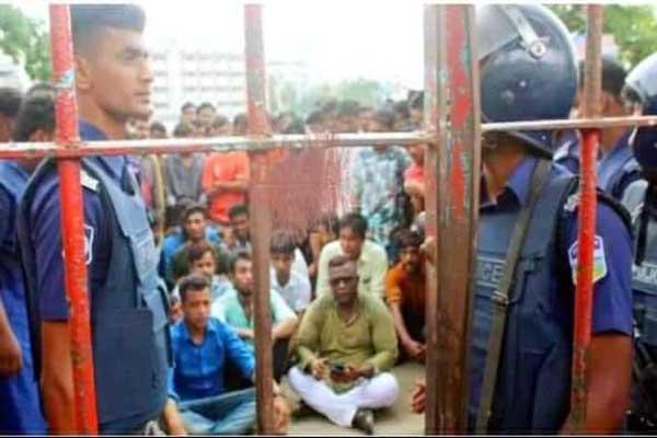 ময়মনসিংহে রাজনীতিতে অস্থির আনন্দমোহন কলেজ