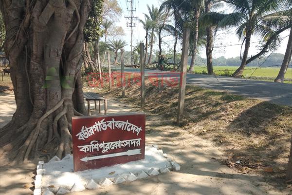 শার্শার কাশিপুর সীমান্তে ফেনসিডিলসহ যুবক আটক