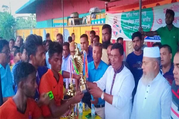 শার্শায় বঙ্গবন্ধু গোল্ডকাপ ফুটবল প্রতিযোগীতায় বেনাপোল পৌরসভা একাদশ ২-০ গোলে বিজয়