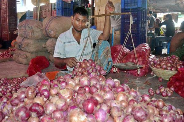শিগগিরই পেঁয়াজের মূল্য স্বাভাবিক হয়ে আসবে: বাণিজ্য সচিব