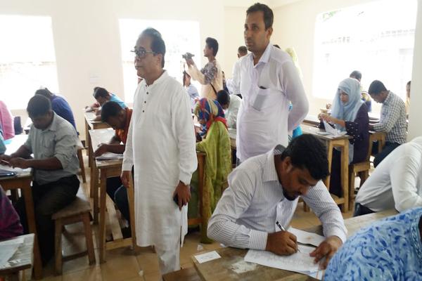 হিলি ফেরদৌস আলী খান নতুন স্কুলের শিক্ষক নিয়োগ পরীক্ষা অনুষ্ঠিত
