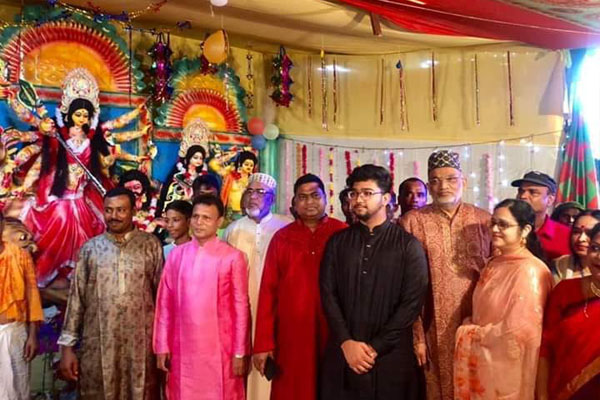 গোদাগাড়ীতে পূজা মন্ডপ পরিদর্শন করলেন এমপি ওমর ফারুক চৌধুরী