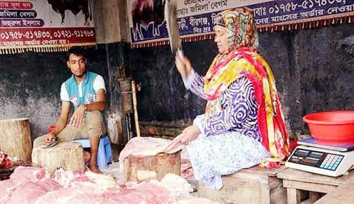কসাইয়ের কাজ করে স্বাবলম্বী দিনাজপুরের জমিলা বেগম